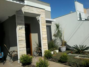 Alugar Casa / Térrea em Londrina. apenas R$ 1.950,00