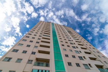 Alugar Apartamento / Padrão em Londrina. apenas R$ 385.000,00