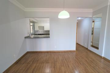 Comprar Apartamento / Padrão em Londrina R$ 450.000,00 - Foto 2
