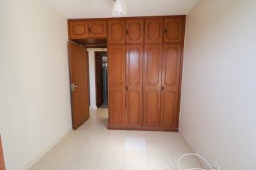Comprar Apartamento / Padrão em Londrina R$ 200.000,00 - Foto 3